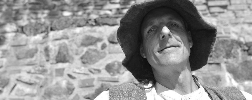 Der Autor und Märchenerzähler Oliver Machander ...